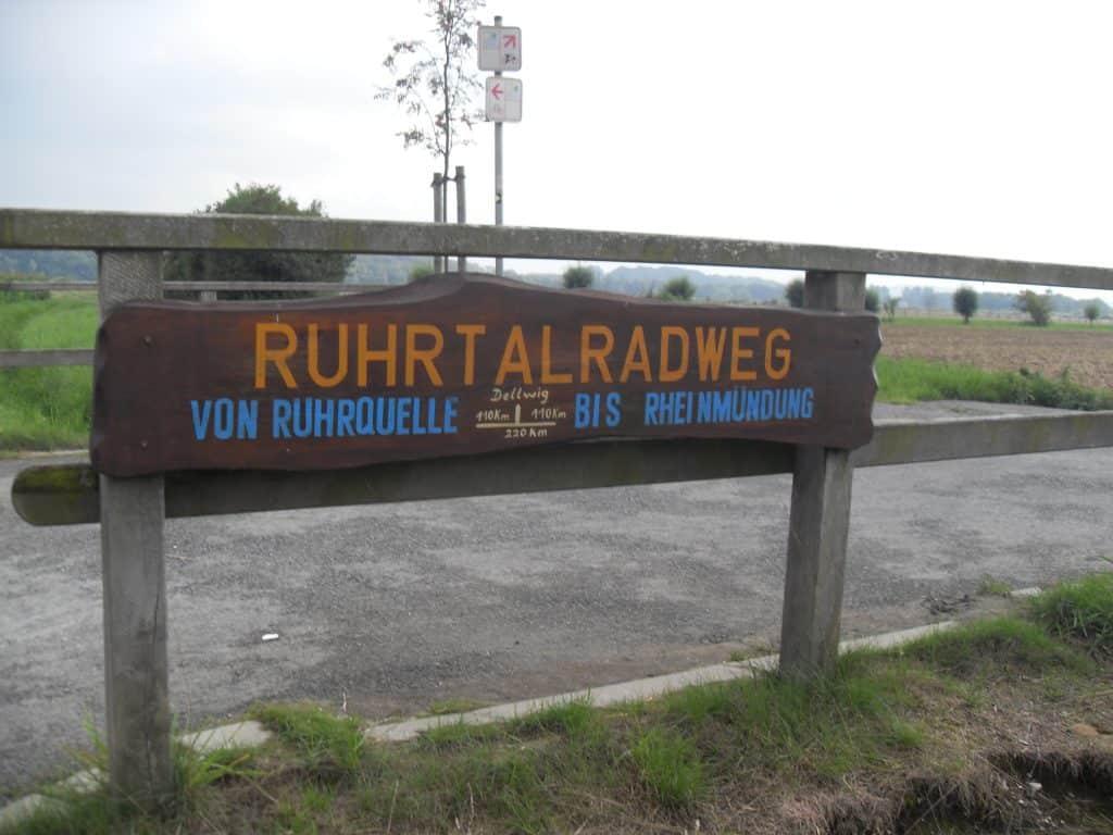 Wegmarkierung halber Ruhrtalradweg bei Dellwig
