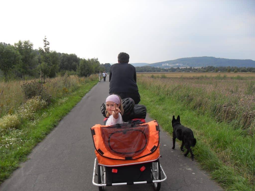 Radweg entlang der Weser