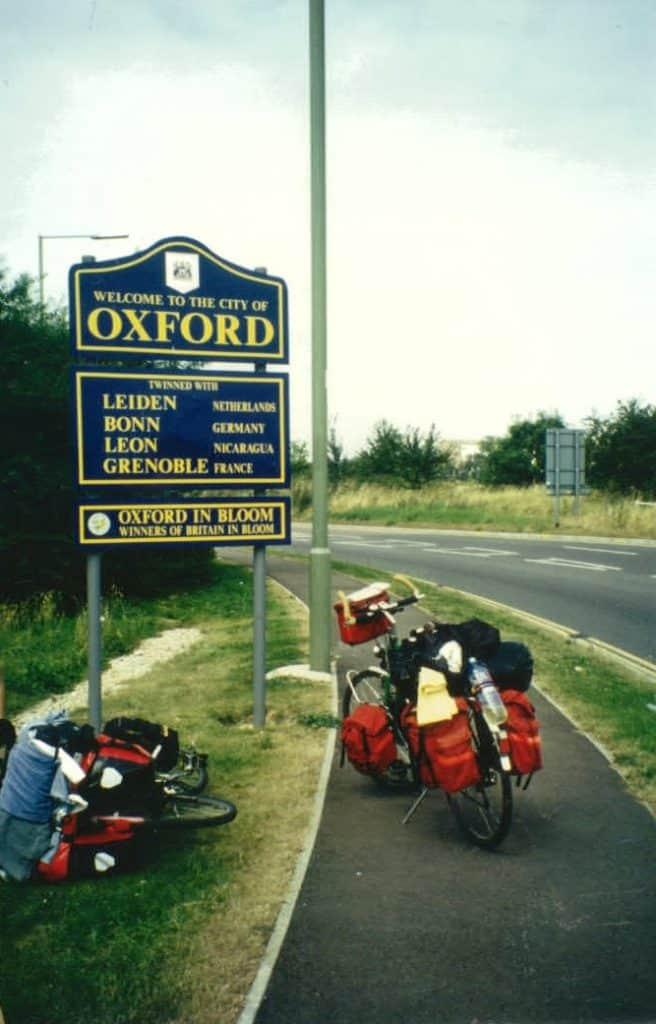Ortschild von Oxford mit unseren Reiserädern