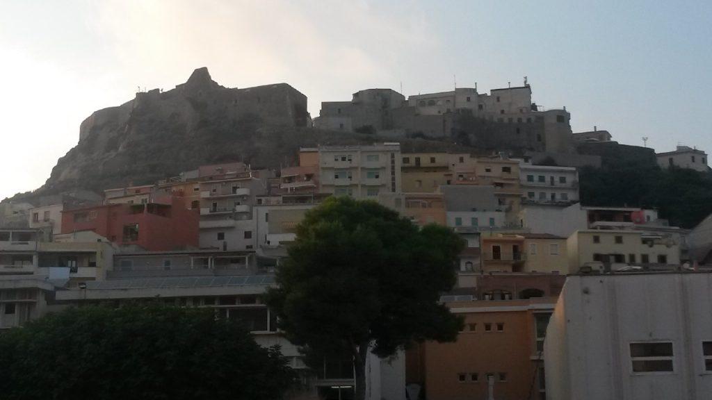 Sardinien - Castelsardo - Blick hinauf zu Burg
