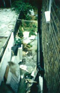 Vermüllter Hinterhof unserer Unterkunft in London