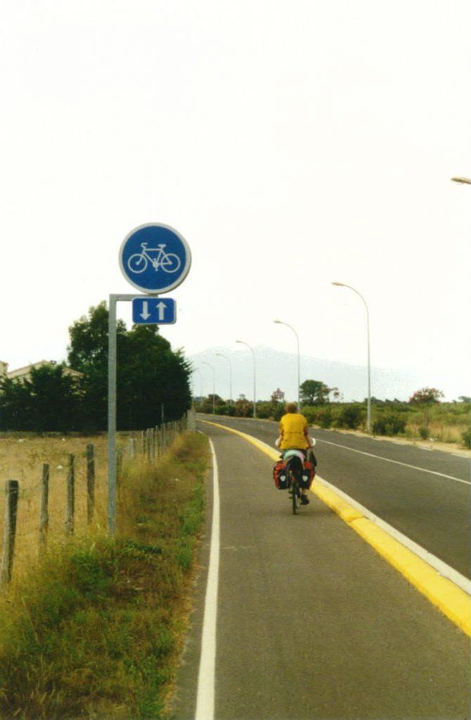 Radwegschild des einzigen Fahrradweges von Korsika