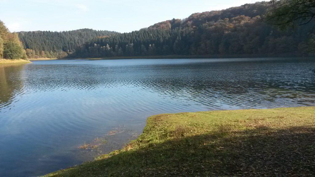Talsperrenweg am Ufer des Wahnbachsees