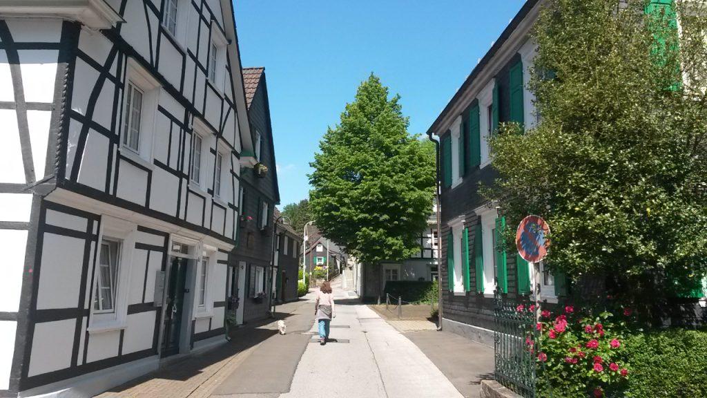 Fachwerk- und Schifferhaeuser bei Burg an der Wupper