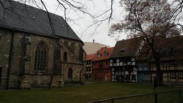 Quedlinburg_Fachwerkhaeuser_hinter_St_Nicolai_Kirche