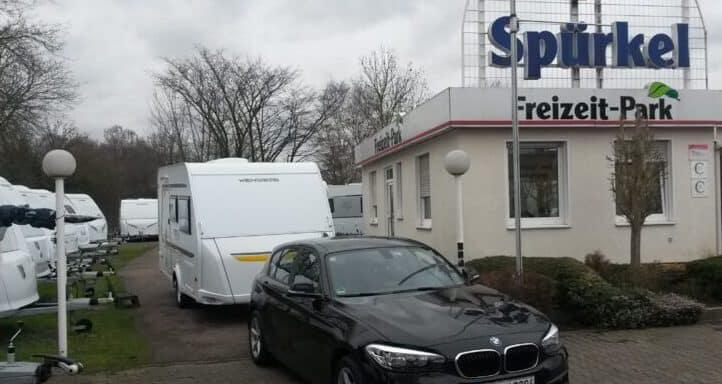 Wohnwagen_mit_BMW1_Spuerkel_Bochum